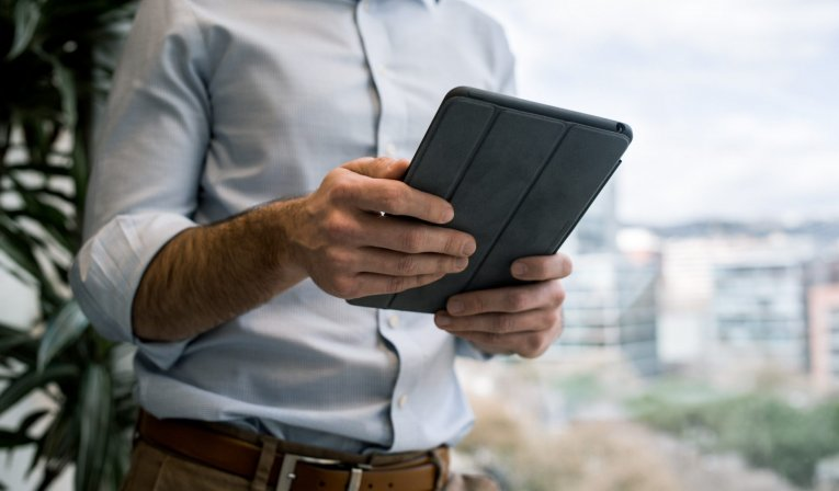 How Tablets in Hospitality  Can Improve Customer's experience and Business Results?