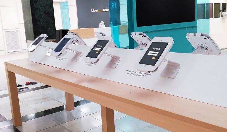 Pursuing Digital Transformation in banking and financial services with Tablet Kiosks 1